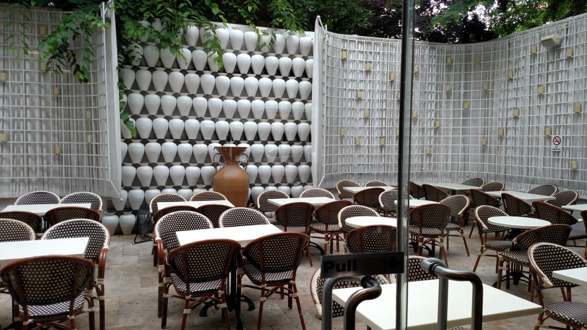 Omonia Cafe (Photo by Hey Ridge)