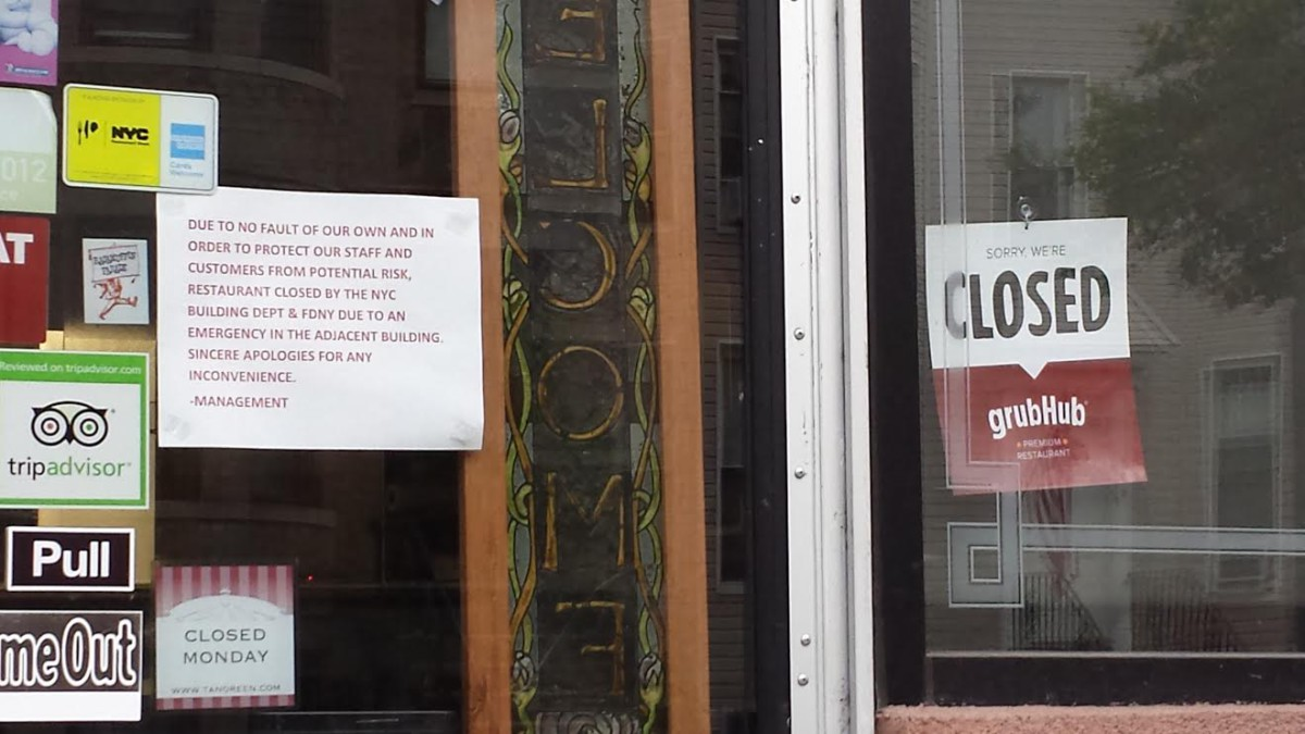 Sign on Tanoreen about temporary closure