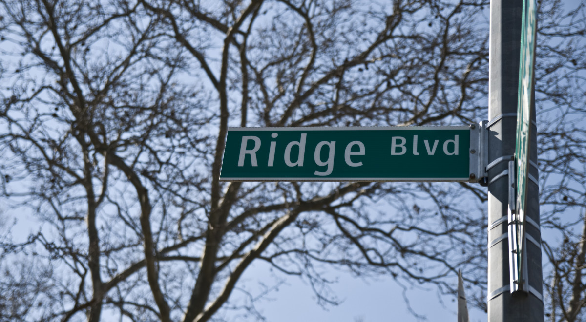 Ridge Boulevard street sign